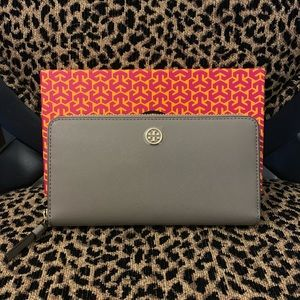 NEW Tory Burch Robinson Wallet